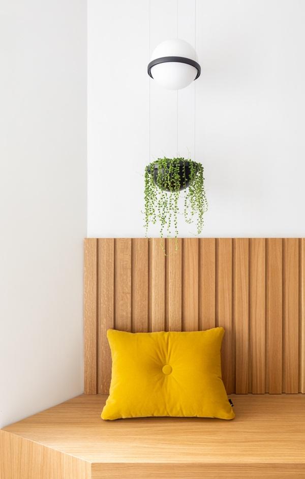 Trang trí nội thất cho gia đình thêm sống động với màu sắc tươi sáng, nhìn tưởng rối mắt mà vẫn sang trọng và cao cấp-1