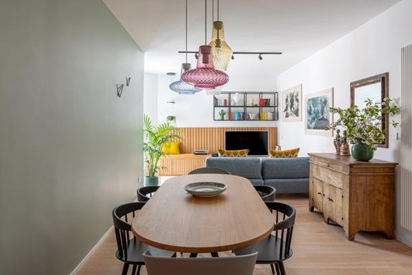 Trang trí nội thất cho gia đình thêm sống động với màu sắc tươi sáng, nhìn tưởng rối mắt mà vẫn sang trọng và cao cấp-3