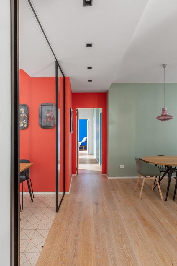 Trang trí nội thất cho gia đình thêm sống động với màu sắc tươi sáng, nhìn tưởng rối mắt mà vẫn sang trọng và cao cấp-4