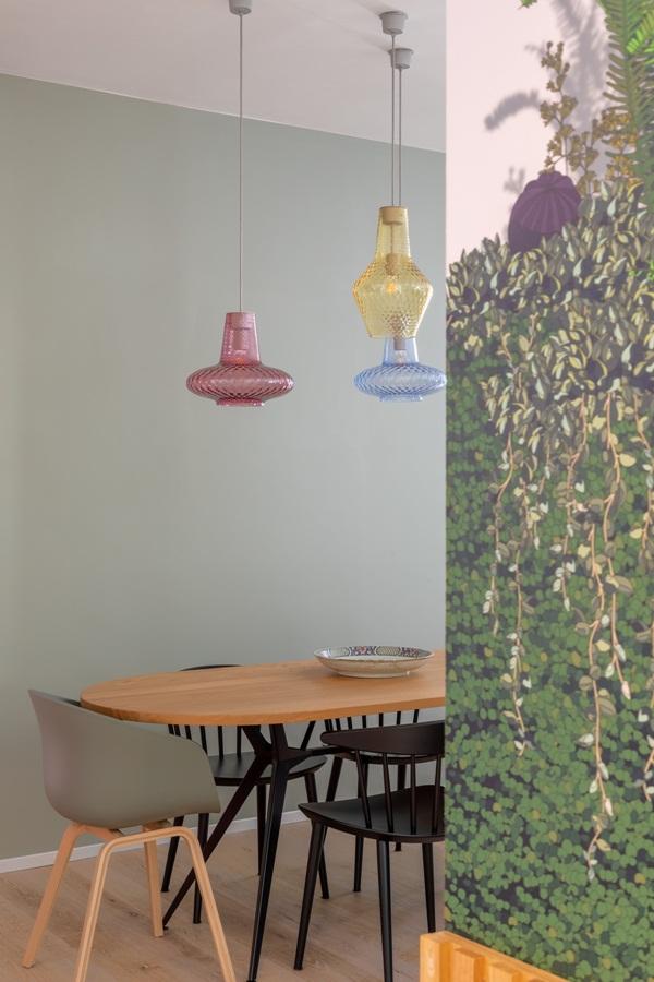 Trang trí nội thất cho gia đình thêm sống động với màu sắc tươi sáng, nhìn tưởng rối mắt mà vẫn sang trọng và cao cấp-6