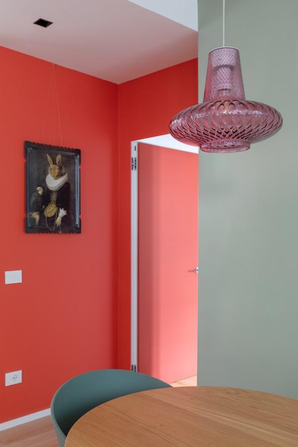 Trang trí nội thất cho gia đình thêm sống động với màu sắc tươi sáng, nhìn tưởng rối mắt mà vẫn sang trọng và cao cấp-8