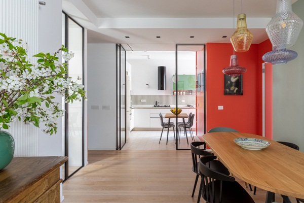 Trang trí nội thất cho gia đình thêm sống động với màu sắc tươi sáng, nhìn tưởng rối mắt mà vẫn sang trọng và cao cấp-9