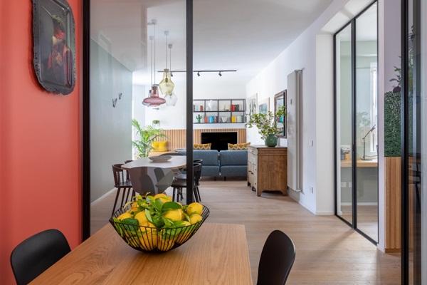 Trang trí nội thất cho gia đình thêm sống động với màu sắc tươi sáng, nhìn tưởng rối mắt mà vẫn sang trọng và cao cấp-13