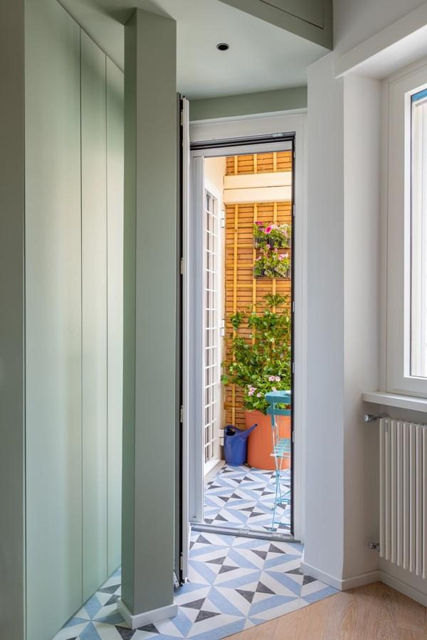 Trang trí nội thất cho gia đình thêm sống động với màu sắc tươi sáng, nhìn tưởng rối mắt mà vẫn sang trọng và cao cấp-29