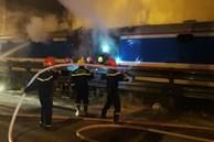 Tàu hỏa bốc cháy dữ dội khi đang chạy trên đường sắt