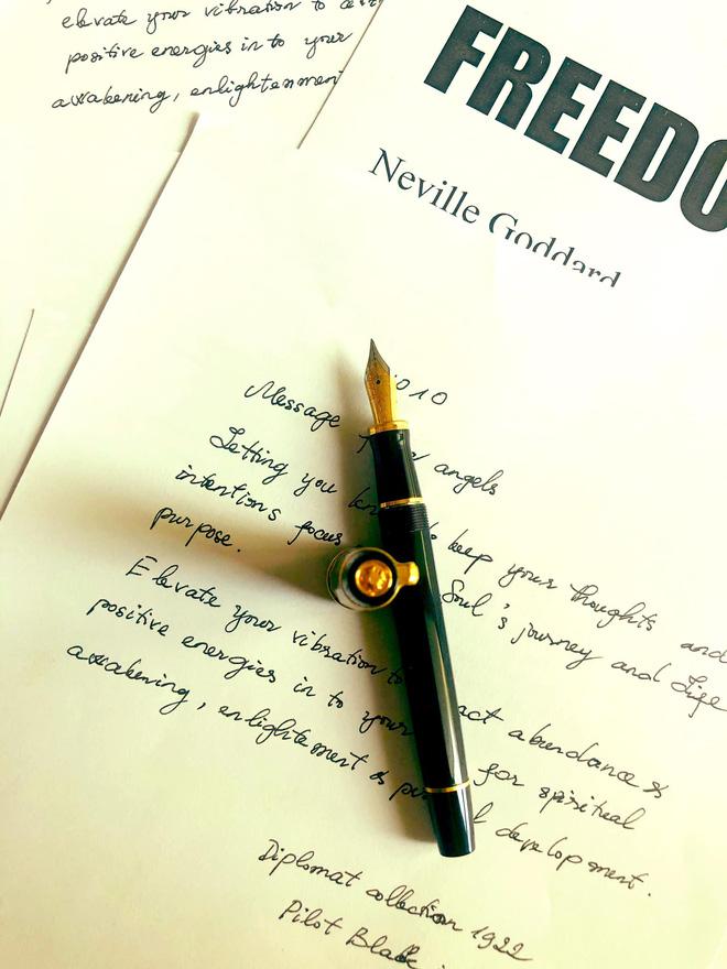 Cuộc sống đời thường của HHNguyễn Thu Thuỷ: Dậy sớm, chạy bộ thường xuyên, thích viết lách và cực đảm đang-7