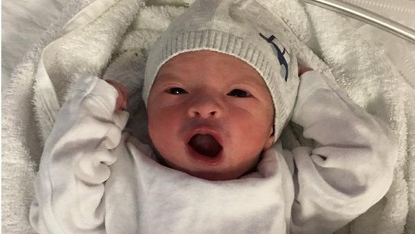 Em bé gốc Việt chết thương tâm chỉ 6 ngày sau sinh, vụ án sau 5 năm phải mở lại hồ sơ vì quá nhiều uẩn khúc bên trong-1
