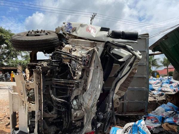Clip: Tai nạn liên hoàn khiến ít nhất 2 người chết, nhiều người nguy kịch-1