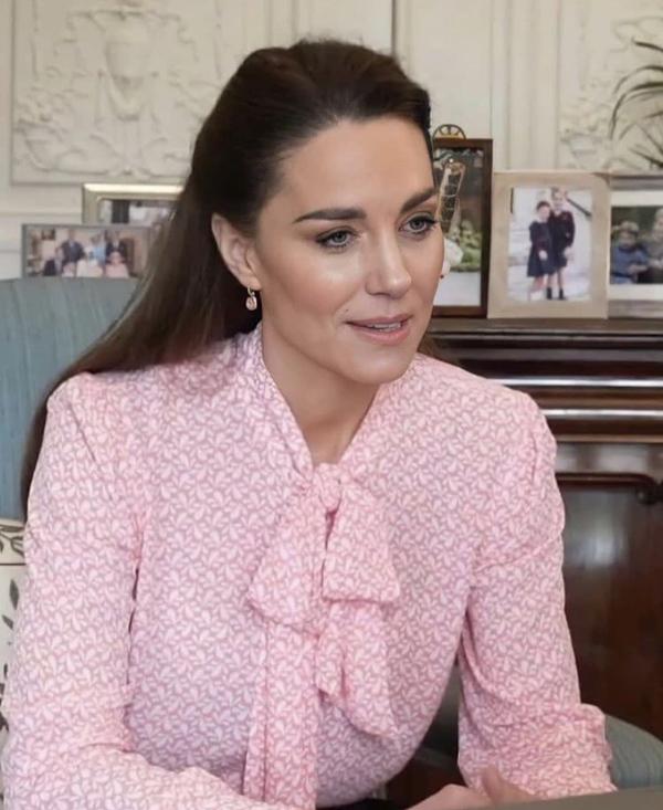 Công nương Kate hay diện đồ đứng dáng quá hóa dừ, nhưng khi mặc 5 items này thì trông tươi trẻ hẳn ra-5