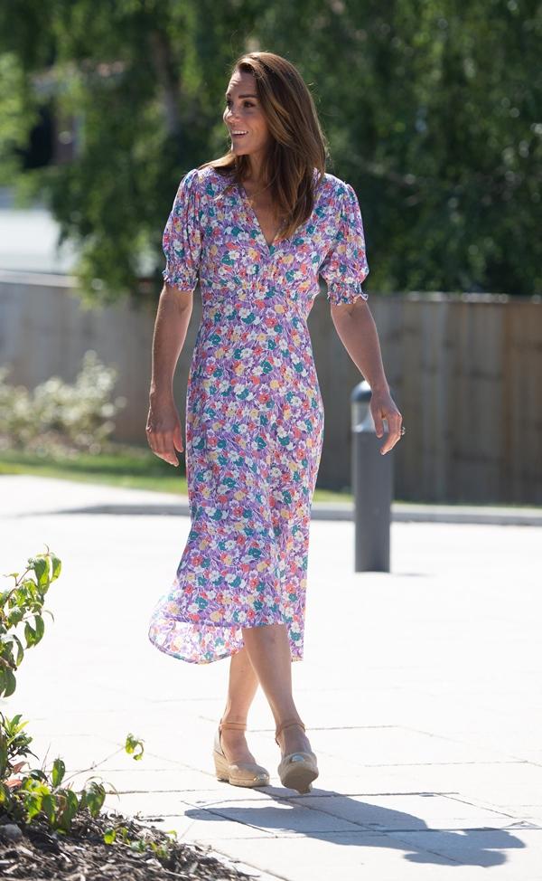 Công nương Kate hay diện đồ đứng dáng quá hóa dừ, nhưng khi mặc 5 items này thì trông tươi trẻ hẳn ra-7