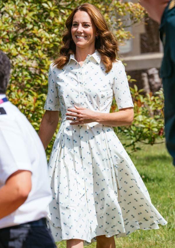 Công nương Kate hay diện đồ đứng dáng quá hóa dừ, nhưng khi mặc 5 items này thì trông tươi trẻ hẳn ra-10