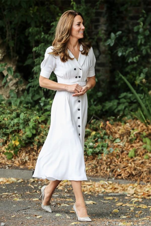 Công nương Kate hay diện đồ đứng dáng quá hóa dừ, nhưng khi mặc 5 items này thì trông tươi trẻ hẳn ra-11
