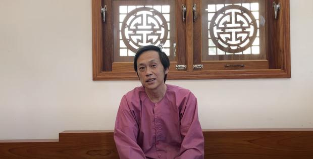 Xôn xao clip nghệ sĩ Hoài Linh nhảy vinahey cực sung cùng NS Minh Nhí sau khi cách ly xạ trị không lâu?-1