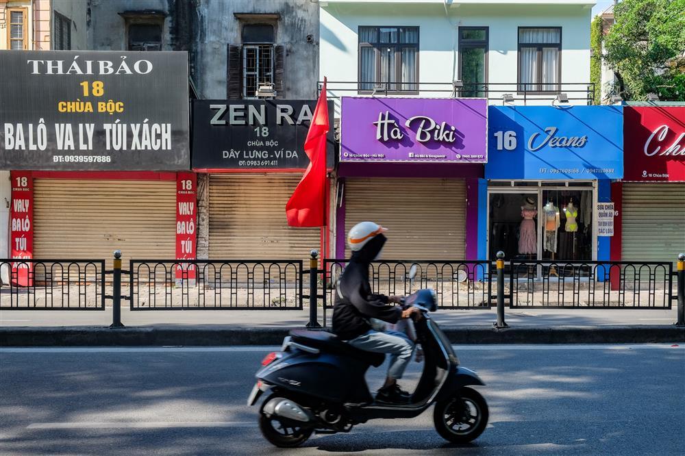 Những con phố thời trang ở Hà Nội: Ngày ế ẩm, tối tắt đèn đi ngủ sớm-1