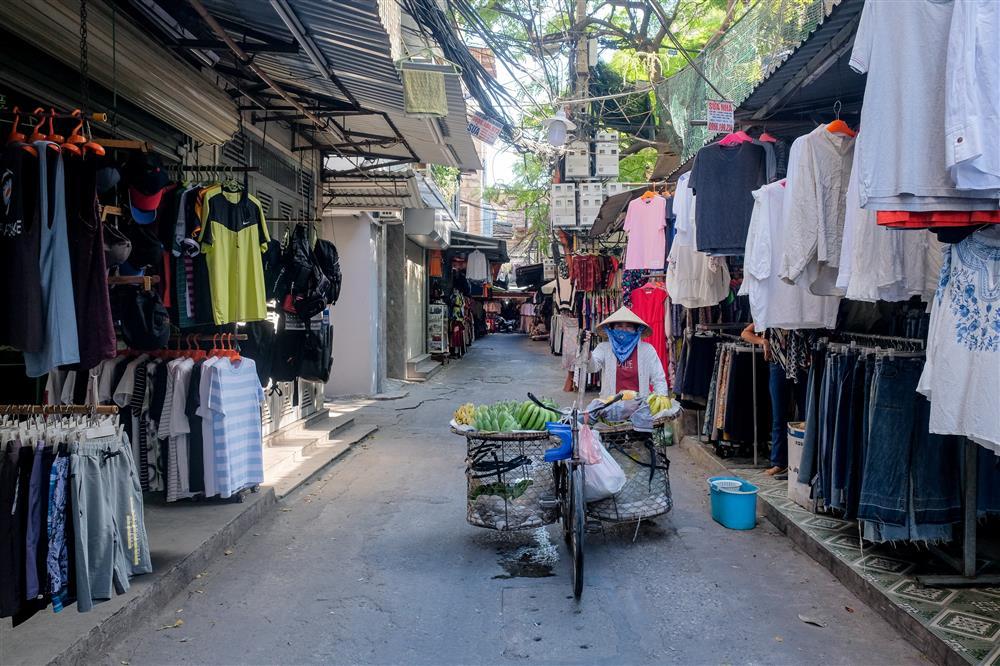 Những con phố thời trang ở Hà Nội: Ngày ế ẩm, tối tắt đèn đi ngủ sớm-11