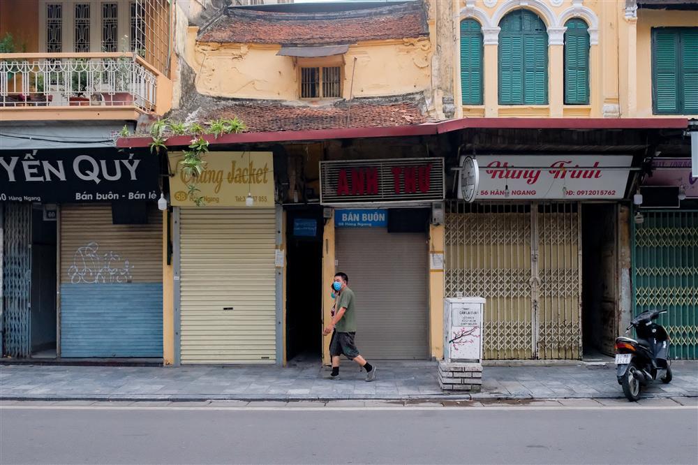Những con phố thời trang ở Hà Nội: Ngày ế ẩm, tối tắt đèn đi ngủ sớm-2