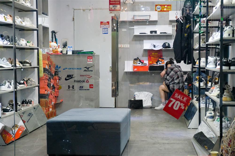 Những con phố thời trang ở Hà Nội: Ngày ế ẩm, tối tắt đèn đi ngủ sớm-5