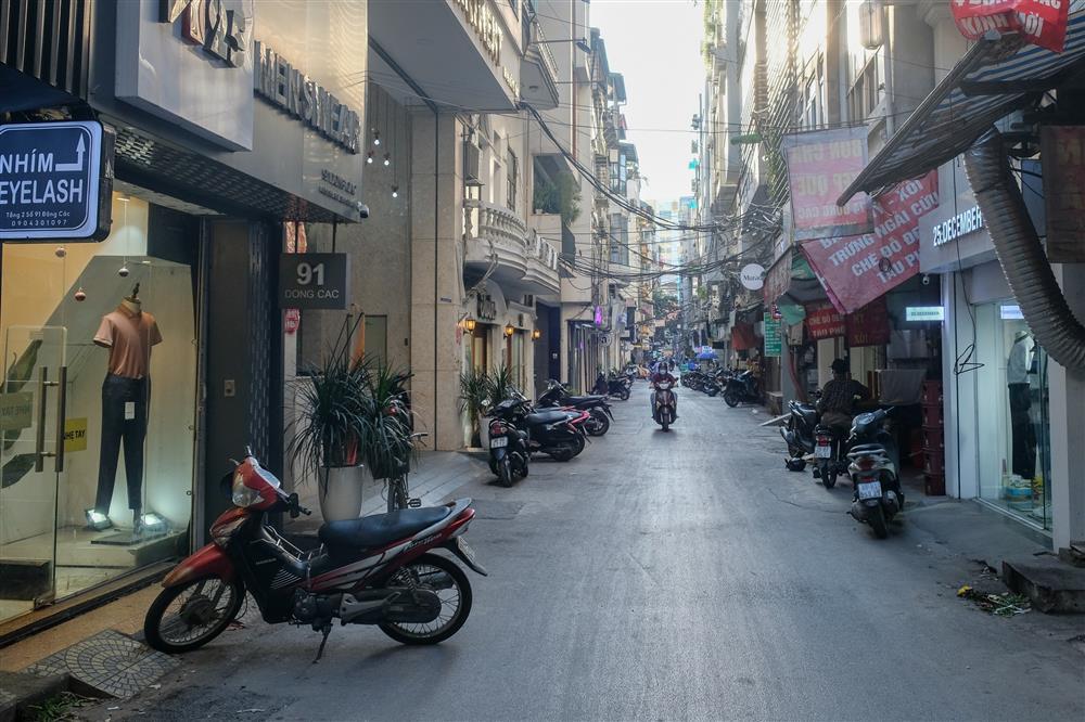 Những con phố thời trang ở Hà Nội: Ngày ế ẩm, tối tắt đèn đi ngủ sớm-8