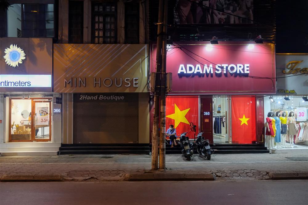 Những con phố thời trang ở Hà Nội: Ngày ế ẩm, tối tắt đèn đi ngủ sớm-14