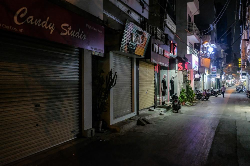 Những con phố thời trang ở Hà Nội: Ngày ế ẩm, tối tắt đèn đi ngủ sớm-16