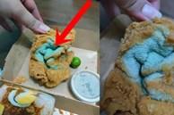Đặt mua gà rán về ăn, người phụ nữ giật mình phát hiện thứ kỳ dị màu xanh dai nhách trong lớp bột chiên giòn và 'danh tính' gây choáng của nó