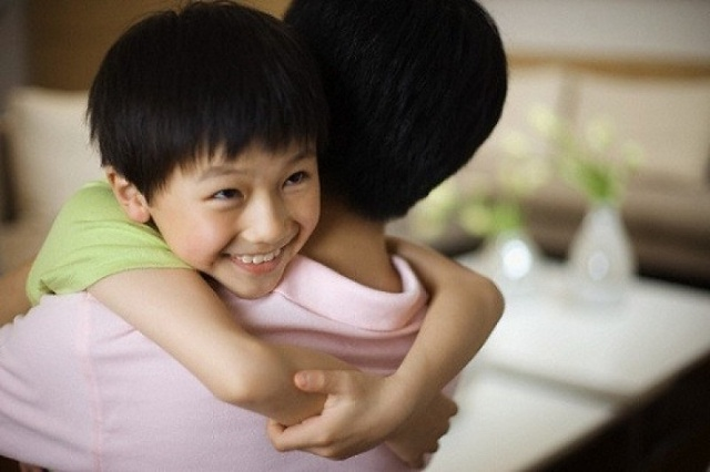 Buổi tối trước khi đi ngủ, mẹ nhất định phải hỏi trẻ những câu này, về sau trẻ sẽ biết ơn rất nhiều!-4