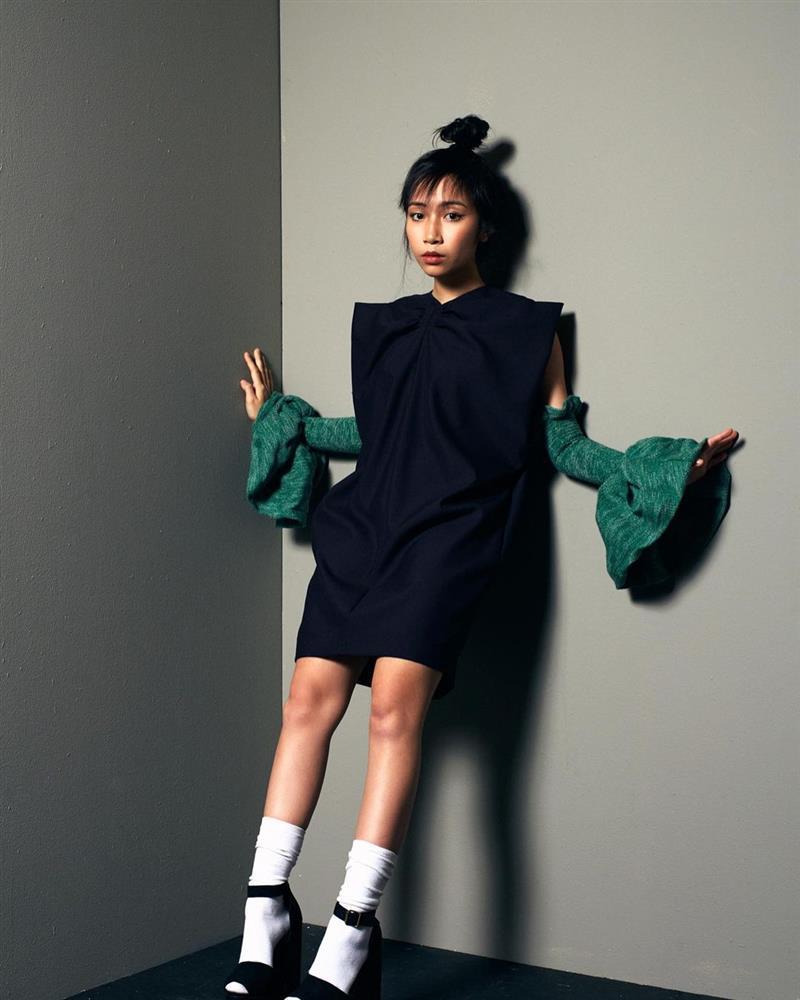 Con gái Mỹ Linh tiếp tục thả rông sau màn khoe vòng 3 táo bạo, soi style thường ngày lại càng bất ngờ hơn nữa-16