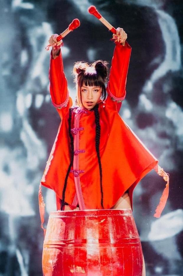 Con gái Mỹ Linh tiếp tục thả rông sau màn khoe vòng 3 táo bạo, soi style thường ngày lại càng bất ngờ hơn nữa-18