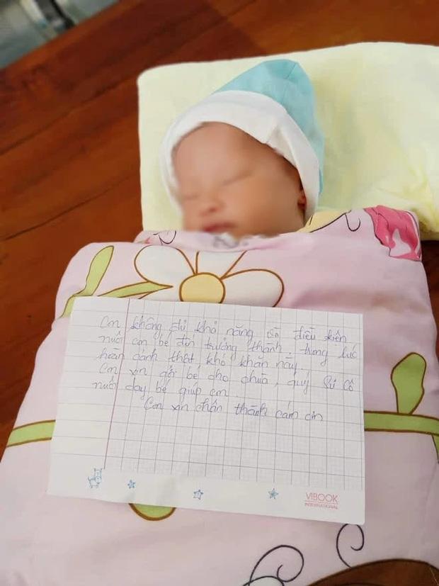 Bé gái mới sinh bị bỏ rơi ngoài đường kèm lá thư: Em không đủ khả năng và điều kiện nuôi con đến trưởng thành-1