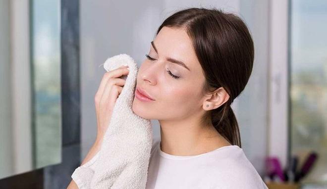 6 sai lầm khi rửa mặt khiến da bạn xấu đi mỗi ngày-5