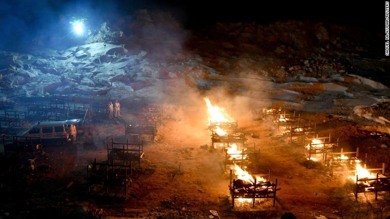 Ấn Độ trong những ngày tăm tối nhất: Phóng viên CNN chia sẻ những gì tận mắt chứng kiến về địa ngục Covid-19 giữa làn sóng dịch bệnh thứ 2-1