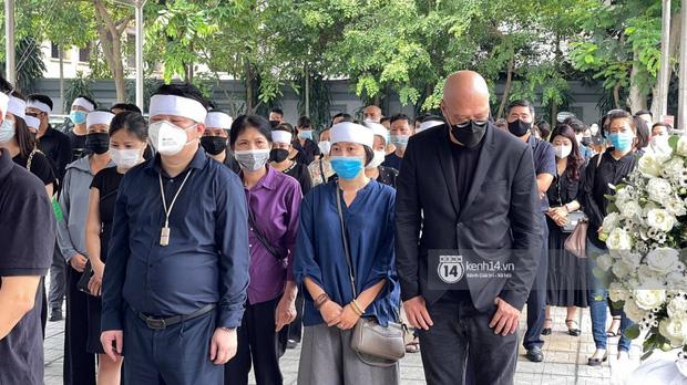 Tang lễ Hoa hậu Nguyễn Thu Thuỷ: Nụ cười trên di ảnh người quá cố gây xót xa, nhà tang lễ ngập tràn không khí u buồn-2