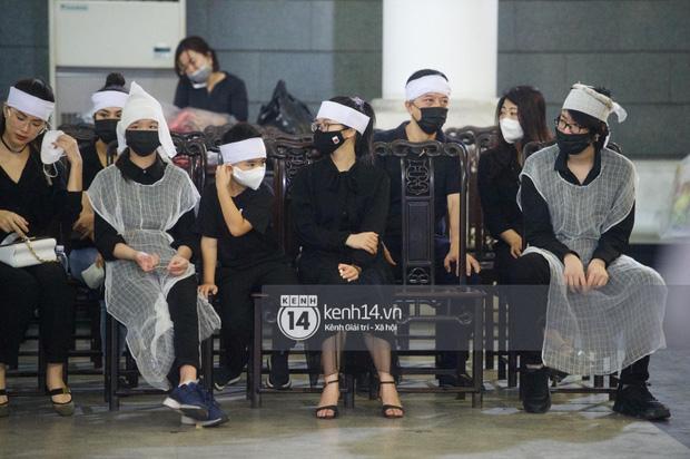 Tang lễ Hoa hậu Nguyễn Thu Thuỷ: Nụ cười trên di ảnh người quá cố gây xót xa, nhà tang lễ ngập tràn không khí u buồn-6