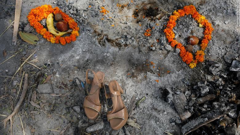 Ấn Độ trong những ngày tăm tối nhất: Phóng viên CNN chia sẻ những gì tận mắt chứng kiến về địa ngục Covid-19 giữa làn sóng dịch bệnh thứ 2-2