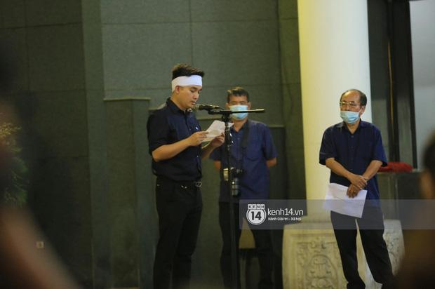 Tang lễ Hoa hậu Nguyễn Thu Thuỷ: Linh cữu được đưa đi hoả táng, em trai đau buồn ôm chặt di ảnh-9