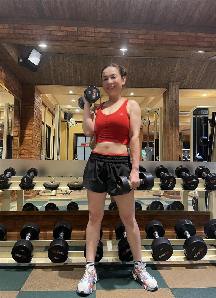 Phi Nhung và điểm tuyệt phẩm sắc vóc ở tuổi U50: Đỉnh đến độ cứ diện quần short là hội gái 20 cũng phải trầm trồ-11