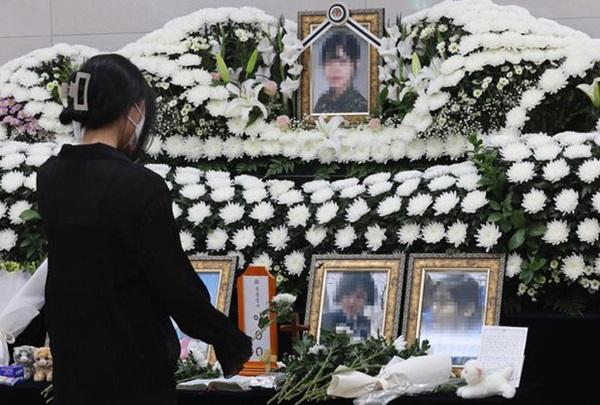 Vụ nữ sĩ quan Hàn Quốc tự tử: Gia đình tiết lộ số kẻ cưỡng bức trong doanh trại, clip hình ảnh của nạn nhân từng bị đồng đội tung lên mạng-1