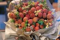 Độc lạ bó hoa vải thiều giá hơn nửa triệu đồng