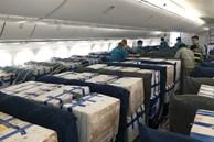 Gần 100 tấn vải thiều từ tâm dịch Bắc Giang 'ngồi' khoang hành khách 'siêu máy bay' vào TP.HCM
