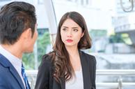 Vợ đang ở công ty thì nhận được cuộc điện thoại 'động trời' từ chồng, song cuộc gặp mặt ở nơi sau đó mới khiến anh ta phải bàng hoàng