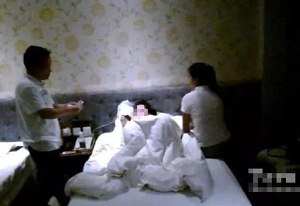 Sau vụ va chạm xe, chồng đưa cô gái vào khách sạn giải quyết bị vợ bắt tại trận, sự thật được tiết lộ khiến ai cũng giật mình-2