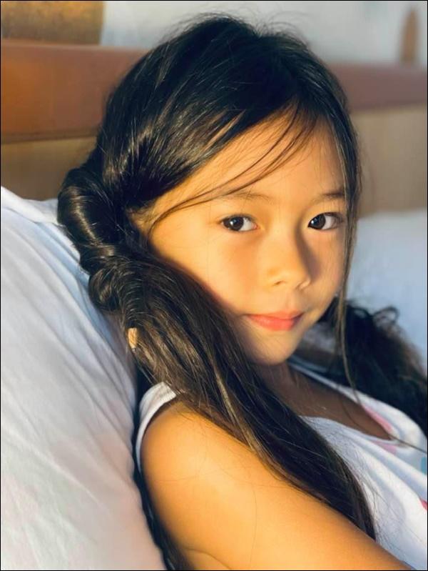 Ái nữ nhà ca sĩ Đoan Trang mới 7 tuổi đã ra dáng thiếu nữ lắm rồi, gen điệu đà còn trội hơn cả mẹ-2