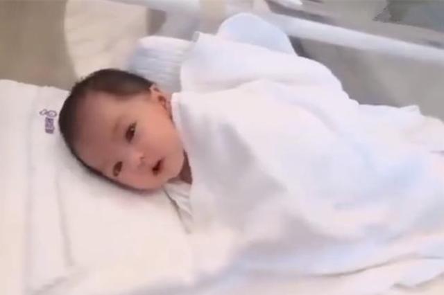 """Em bé sơ sinh gây sốt vì đẹp từ trong trứng nước, dân mạng: Tôi sẵn sàng chờ đợi cô bé trong 18 năm""""-2"""