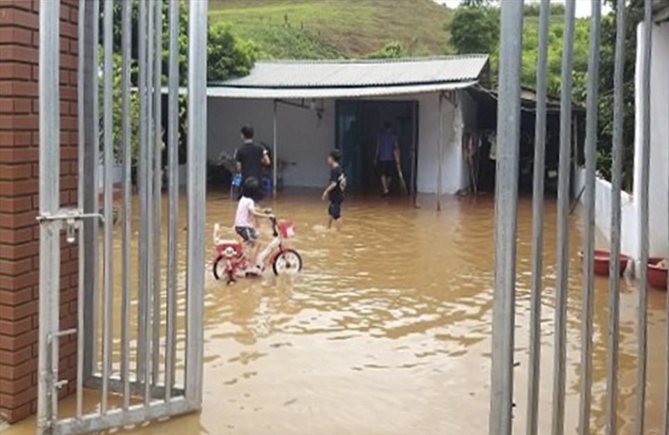 Mưa lũ ở Điện Biên cuốn trôi 1 cháu bé, nhiều tài sản thiệt hại-3