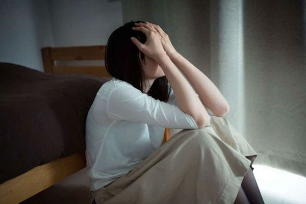 Đang mang bầu thì chồng đòi ly hôn, trong cơn tức giận tôi lấy ngay người đàn ông hơn mình nhiều tuổi để rồi nửa năm sau lái xe sang đến nhà chồng cũ nhận về bao tủi nhục mà rơi nước mắt-1