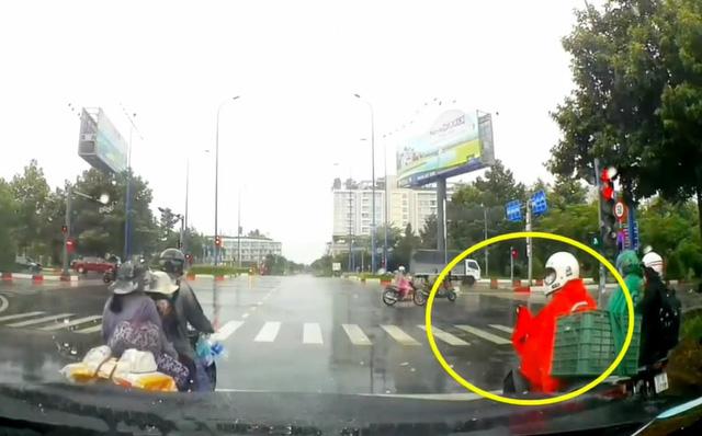 Chỉ một hành động diễn ra trong vài giây, thanh niên đã khiến MXH Việt dậy sóng-1