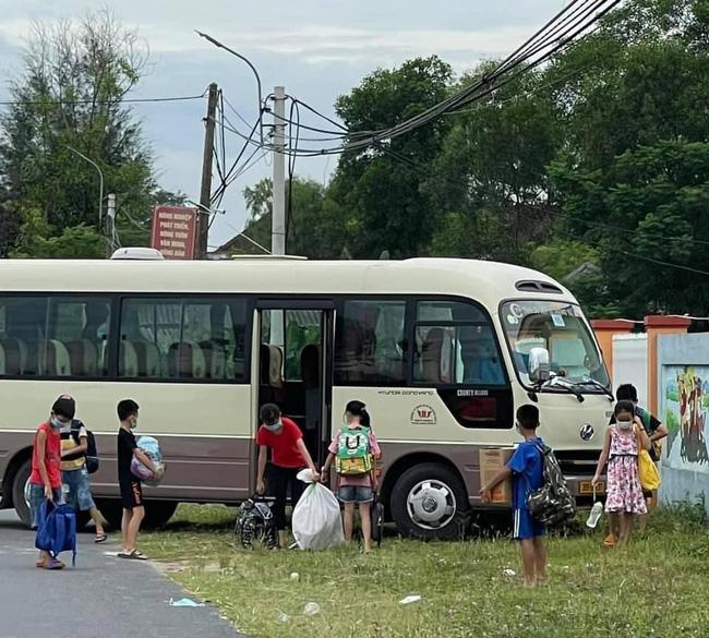30 học sinh tiểu học là F1 của học sinh lớp 4 mắc COVID-19 ở Hà Tĩnh được đưa đi cách ly tập trung-1