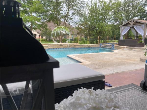 Biệt thự sang trọng, phong cách cổ điển của ca sĩ Hồng Ngọc ở Mỹ có sân vườn rộng và bể bơi đáng sống-11