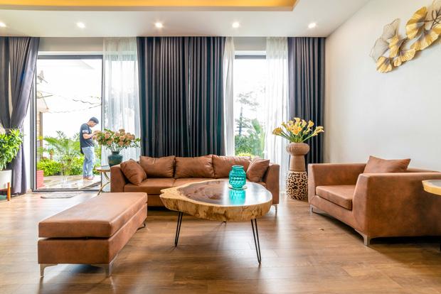 Căn nhà 5 tầng của vợ chồng Bát Tràng, thiết kế 3 ban công xanh nhưng vẫn đầu tư hẳn 400 triệu cho sân thượng 160m2-2