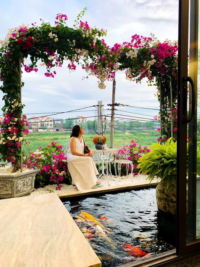 Căn nhà 5 tầng của vợ chồng Bát Tràng, thiết kế 3 ban công xanh nhưng vẫn đầu tư hẳn 400 triệu cho sân thượng 160m2-10